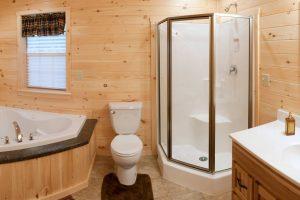 Log cabin with Jacuzzi & Corner Shower
