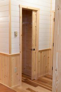 tiny cabins with closet