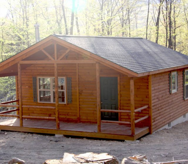 Pennsylvanian Single Story Log Cabin Home